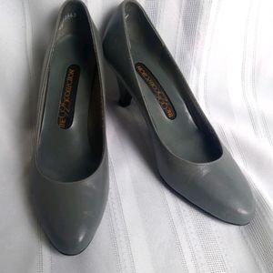 VTG leather grey heels